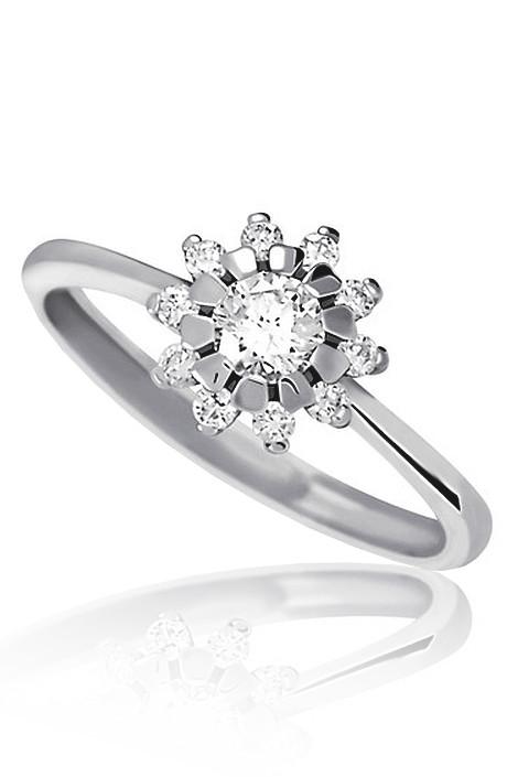 Zasnubni Prsten Z Bileho Zlata S Diamanty Ve Tvaru Kytky Kvalitni